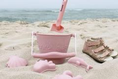 Sand-Moulds-Bucket-Spade-Lifestyle-1-min